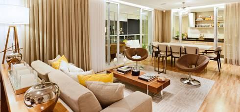 Campo Belo | Residenciais: Salas de estar clássicas por SESSO & DALANEZI