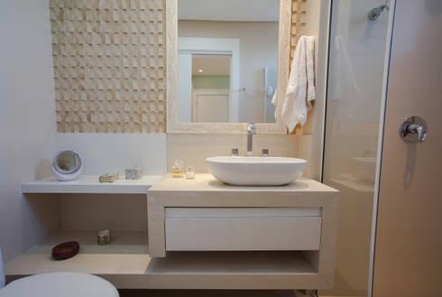 Banheiro da Adolescente: Banheiros minimalistas por Luine Ardigó Arquitetura