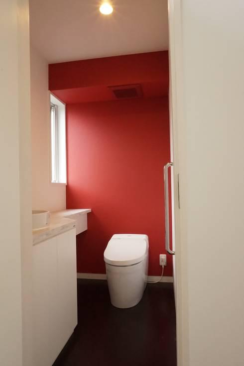 トイレ: ㈱ライフ建築設計事務所が手掛けた浴室です。