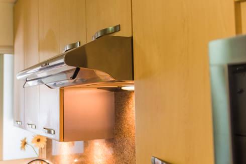 Cocina de diseño especial: Cocinas de estilo moderno por Mikkael Kreis Architects