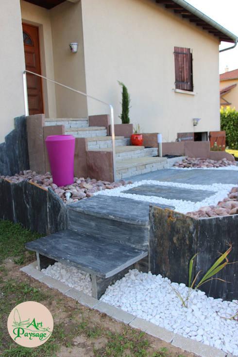 APRES côté jardin: Maisons de style de style Moderne par ART PAYSAGE