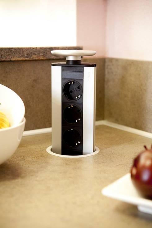 Unsere Küchenausstellung: moderne Küche von Settele Küche & Wohnen