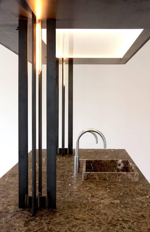 Specials: minimalistische Keuken door Proest Interior
