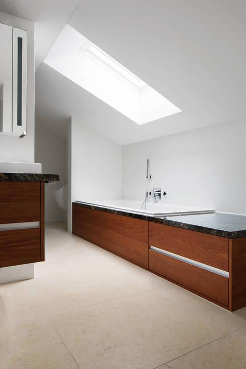 Bagno in stile in stile Moderno di Förstl Naturstein
