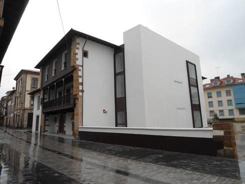 REHABILITACIÓN DE LA CASA DE LOS HEVIA EN VILLAVICIOSA (ASTURIAS): Casas de estilo clásico por MC CONSERVACIÓN Y RESTAURACIÓN, S.L.