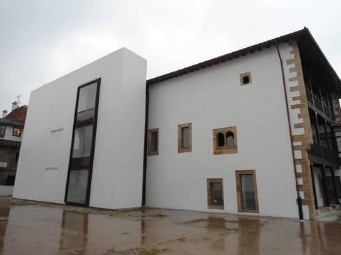 REHABILITACIÓN DE LA CASA DE LOS HEVIA EN VILLAVICIOSA: Casas de estilo clásico por MC CONSERVACIÓN Y RESTAURACIÓN, S.L.