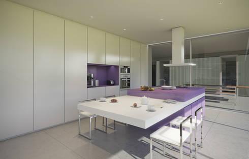 Moradia Alfazema: Cozinhas minimalistas por EVA   evolutionary architecture