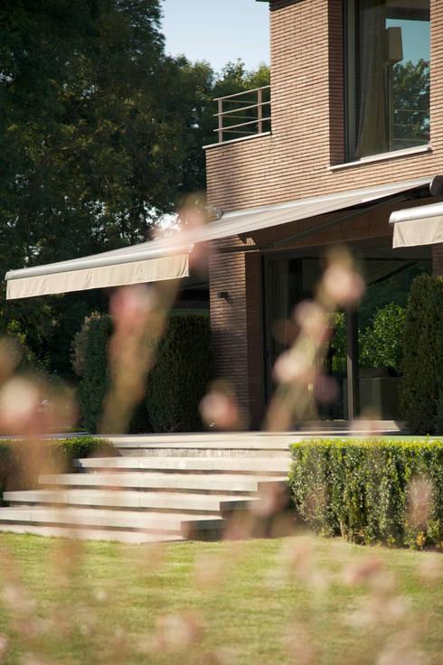 Jardin: Jardin de style  par GUILLAUME DA SILVA ARCHITECTURE INTERIEURE