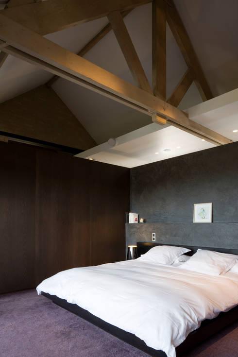 Projekty,  Sypialnia zaprojektowane przez GUILLAUME DA SILVA ARCHITECTURE INTERIEURE