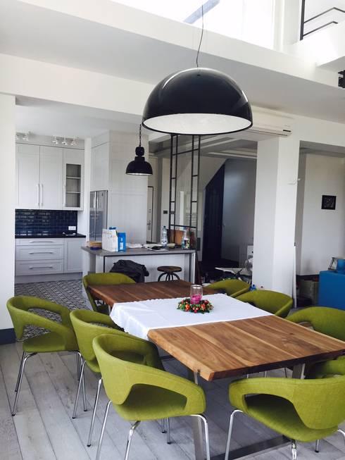Salas de jantar industriais por livinghome wnętrza Katarzyna Sybilska
