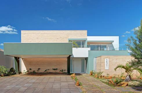 FACHADA: Casas modernas por VOLF arquitetura & design