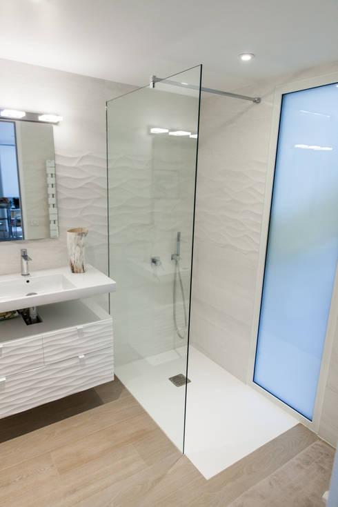 Salle de douche: Salle de bains de style  par Lise Compain