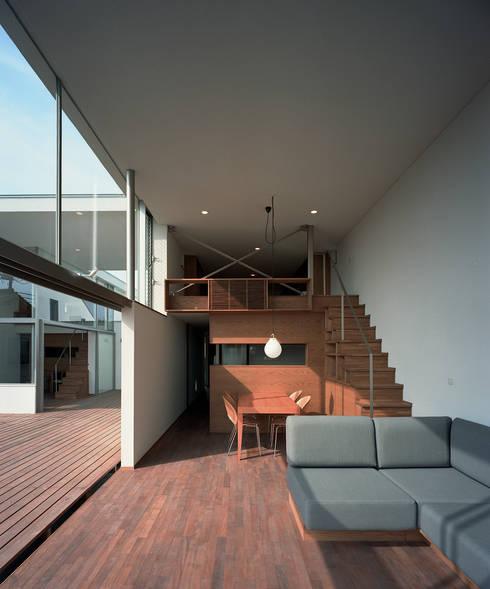 フラッツ5+1: 西島正樹/プライム一級建築士事務所 が手掛けたダイニングです。