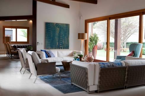 Alto de Pinheiros: Salas de estar modernas por Deborah Roig