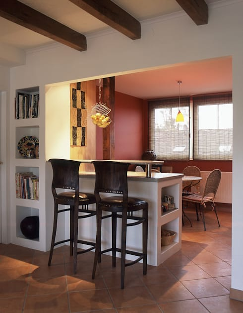 Küche mit gemauertem Bartresen: koloniale Küche von hansen innenarchitektur materialberatung