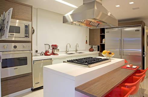 COZINHA GOURMET: Cozinhas modernas por Studio Karla Oliveira