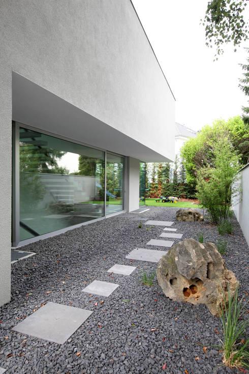 Gartenfassade: moderne Häuser von Neugebauer Architekten BDA