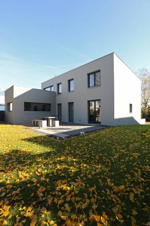 Casas de estilo moderno por Neugebauer Architekten BDA