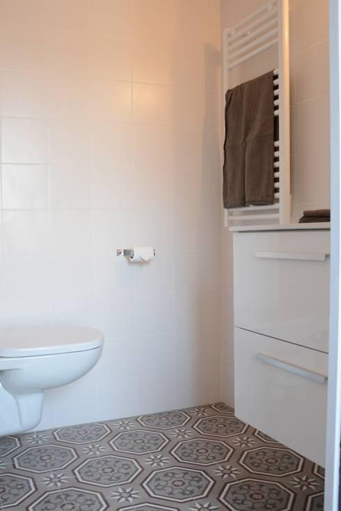 Projekty,  Łazienka zaprojektowane przez Insides