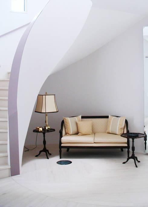 Couloir et hall d'entrée de style  par Neugebauer Architekten BDA