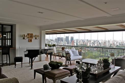 Apartamento São Paulo: Salas de estar clássicas por Vaiano e Rossetto Arquitetura e Interiores