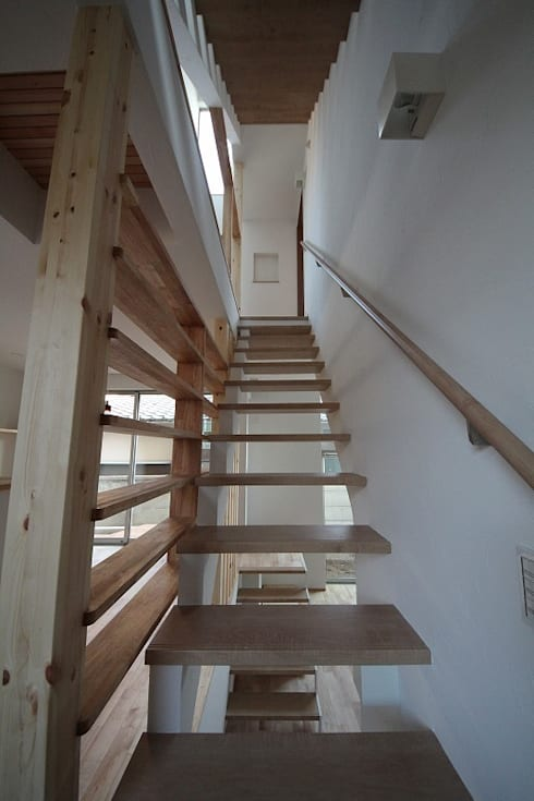 桜台の住まい House in sakuradai: タイラ ヤスヒロ建築設計事務所/taira yasuhiro architect & associatesが手掛けた廊下 & 玄関です。