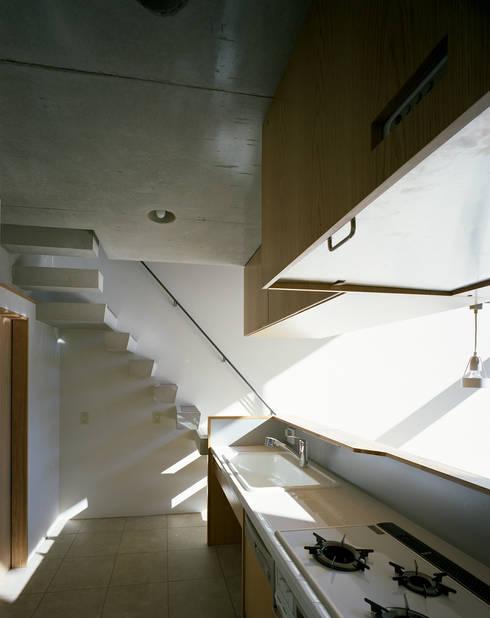 日本橋-川辺の家: 西島正樹/プライム一級建築士事務所 が手掛けたキッチンです。