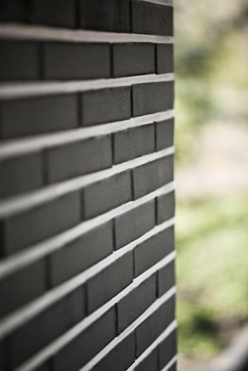 Ziegel im Nadelstreifenlook:  Häuser von .rott .schirmer .partner