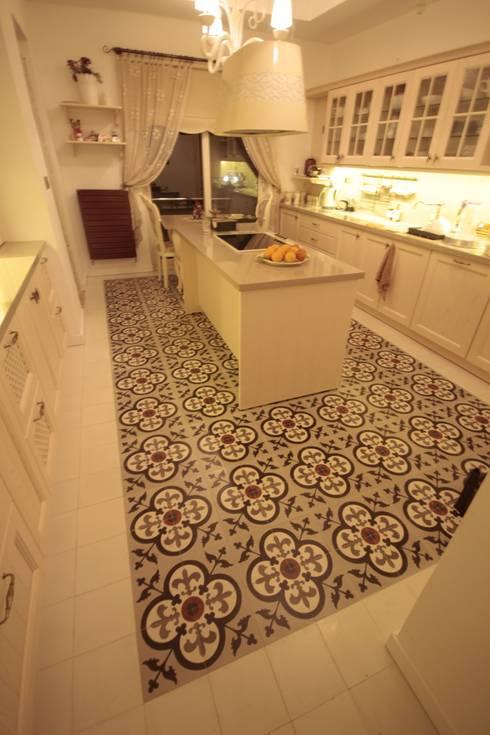 rustic Kitchen by DerganÇARPAR Mimarlık
