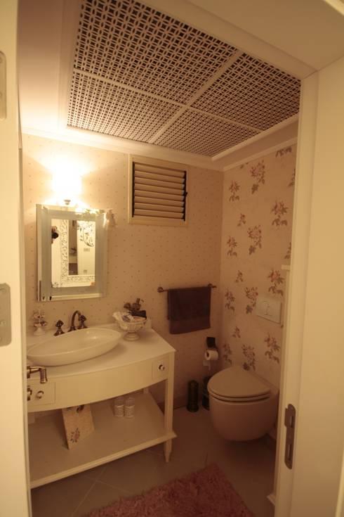 Bathroom by DerganÇARPAR Mimarlık