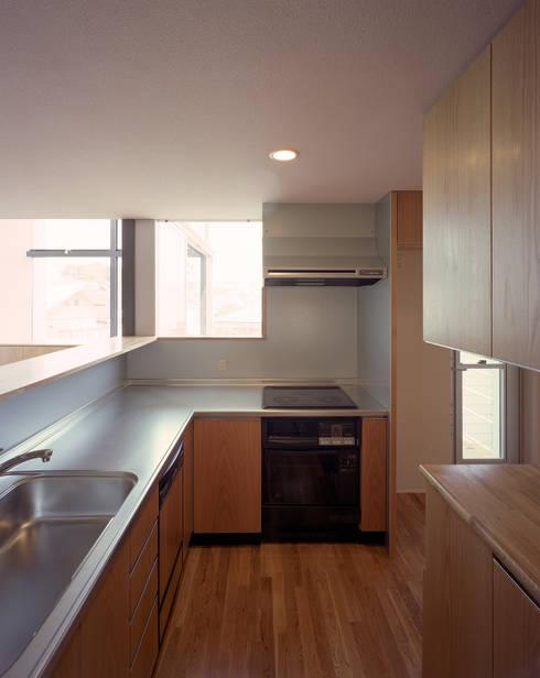 スキップテラスの家: 西島正樹/プライム一級建築士事務所 が手掛けたキッチンです。