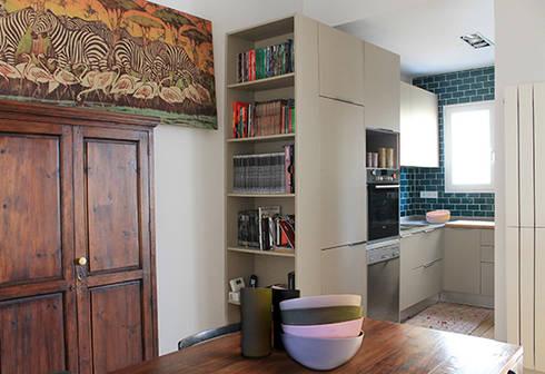 Reforma de vivienda: Cocinas de estilo mediterráneo de 5lab