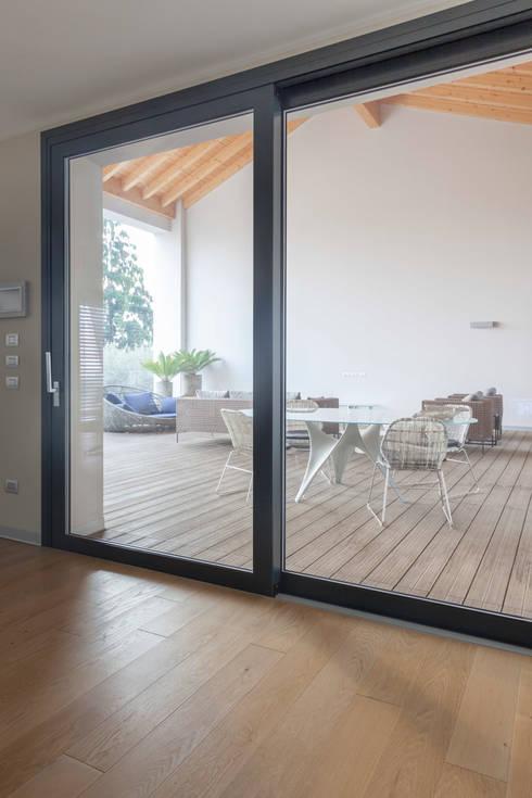 terrazzo: Terrazza in stile  di Marg Studio