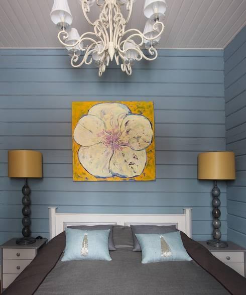 «Ягодная» дача: Спальни в . Автор – Atelier Interior