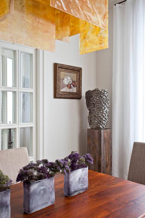 Городской романс: Столовые комнаты в . Автор – Luda Krishtaleva