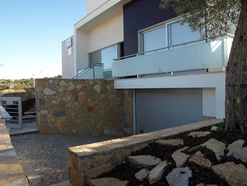 Moradia Unifamiliar em Loulé: Casas modernas por Ana Viegas