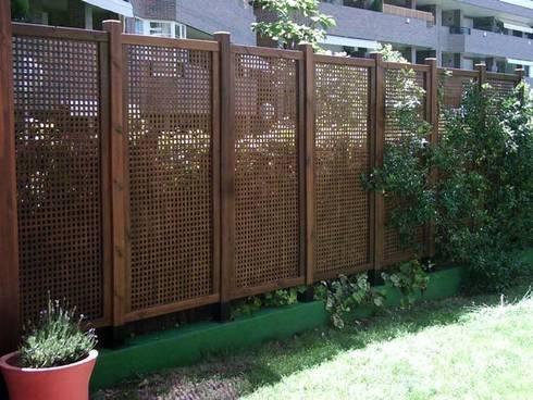 Decoraci n de terrazas y jardines celos as de palos en for Celosia madera jardin