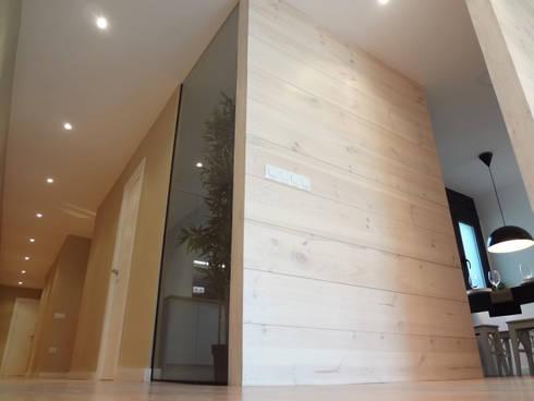 Tabiques madera pino y cristal: Comedores de estilo moderno de davidMUSER building & design