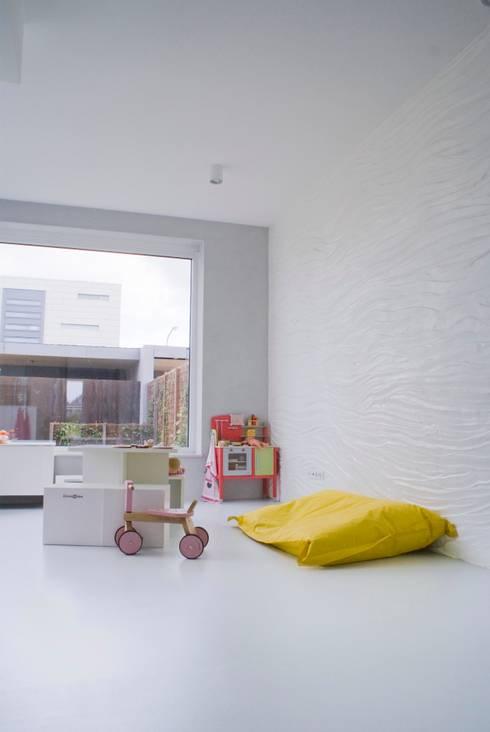 Watervilla: minimalistische Kinderkamer door CioMé