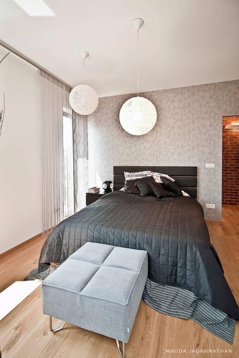 """Mieszkanie """"D"""": styl , w kategorii Sypialnia zaprojektowany przez PRACOWNIA PROJEKTOWA JAGANNA"""
