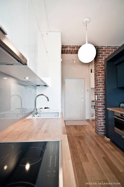 """Mieszkanie """"D"""": styl , w kategorii Kuchnia zaprojektowany przez PRACOWNIA PROJEKTOWA JAGANNA"""