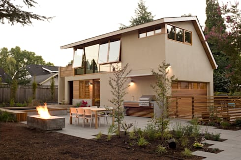Laurelhurst Carriage House: modern Houses by PATH Architecture