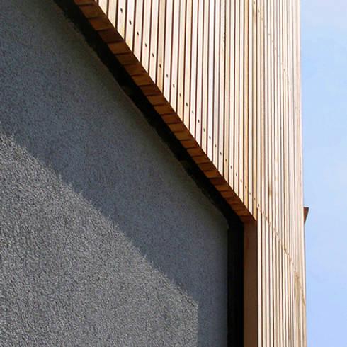 woning Teteringen, lattengevel en stuc: moderne Huizen door Florian Eckardt - architectinamsterdam