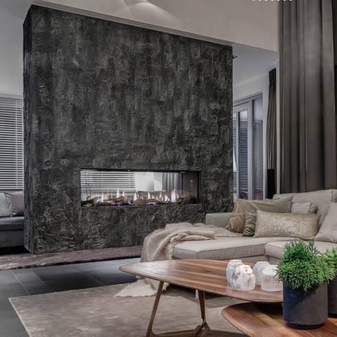 Scrusted fireplace:  Muren & vloeren door Dofine wall   floor creations