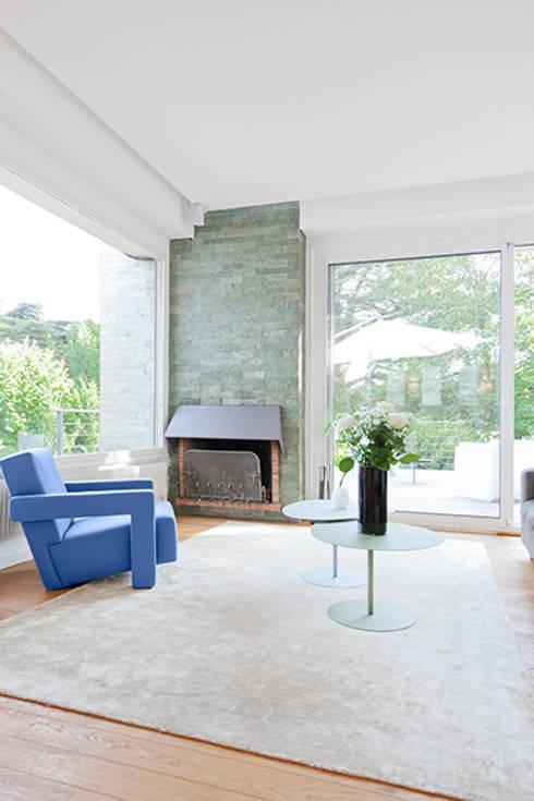 Maison Sainte Foy-Lès-Lyon: Salon de style de style Minimaliste par Tymeno