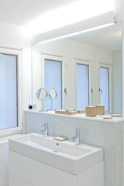 Maison Sainte Foy-Lès-Lyon: Salle de bains de style  par Tymeno