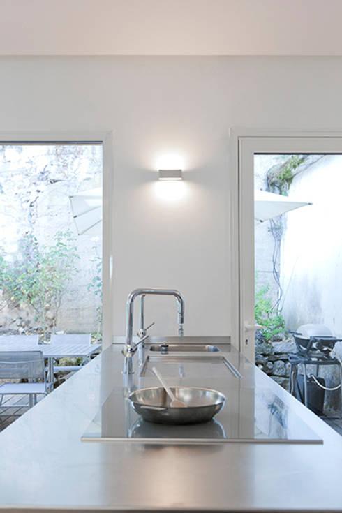 Maison Sainte Foy-Lès-Lyon: Cuisine de style de style Minimaliste par Tymeno