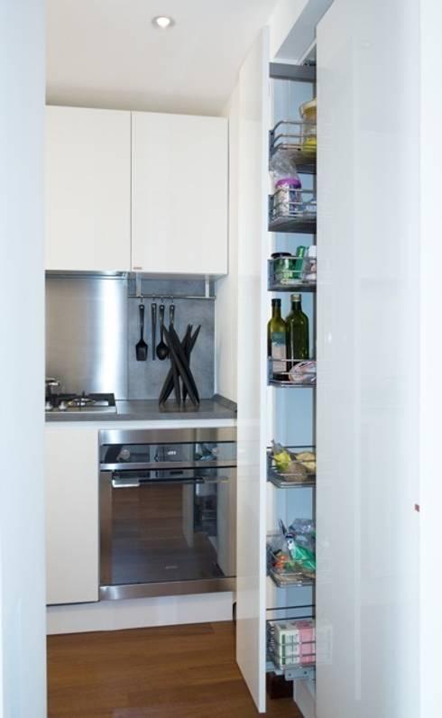 Cocinas de estilo  por gk architetti  (Carlo Andrea Gorelli+Keiko Kondo)