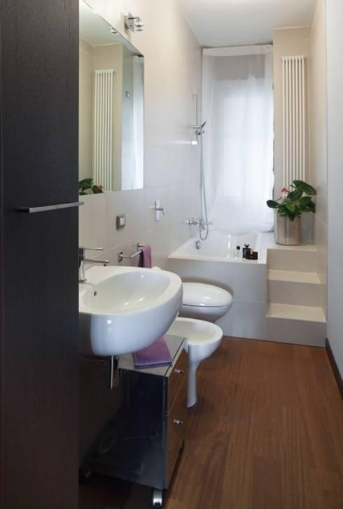 浴室 by gk architetti  (Carlo Andrea Gorelli+Keiko Kondo)