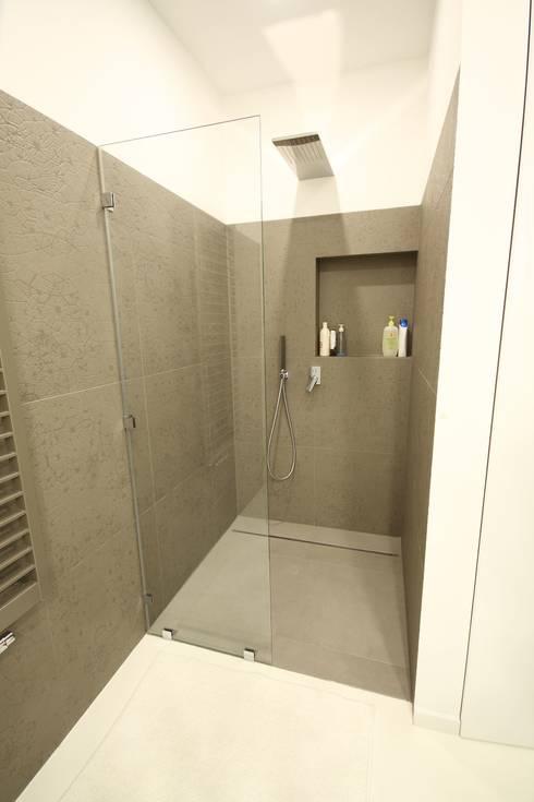 Łazienka ogólnodostępna- realizacja: styl , w kategorii Łazienka zaprojektowany przez Orange Studio